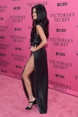 Selena Gomez (48)