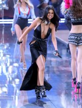 Selena Gomez (52)