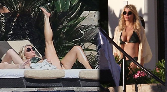 Jessica Simpson – Bikini Candids in Cabo San Lucas