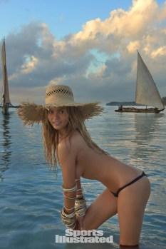 Chrissy Teigen (24)