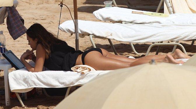 Jessica Alba – Bikini Candids in Hawaii