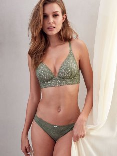 Josephine Skriver (44)