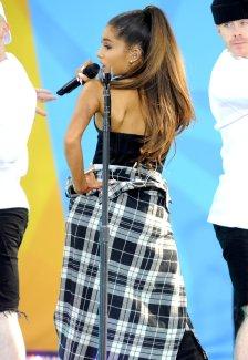 Ariana Grande (22)