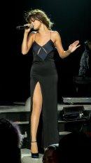 Selena Gomez (27)