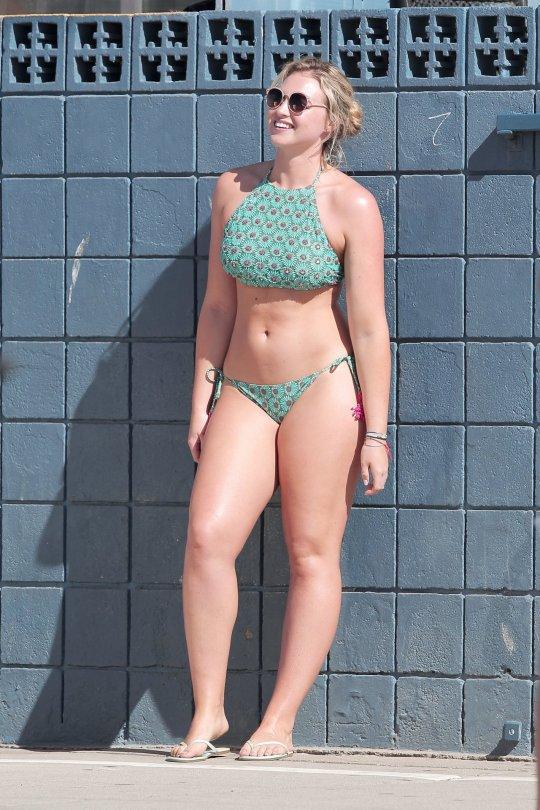 Iskra Lawrence - Bikini Photoshot Candids in Venice Beach