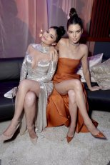 Kendall_and_Kylie_Jenner (6)