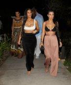 Kim Kourtney Kardashian (2)