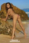 Chrissy Teigen (25)