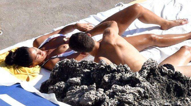Nicole Scherzinger – Boob-Slip Candids in Capri