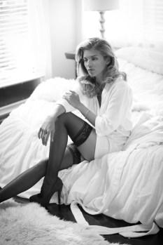 Annalynne Mccord Lingerie ()