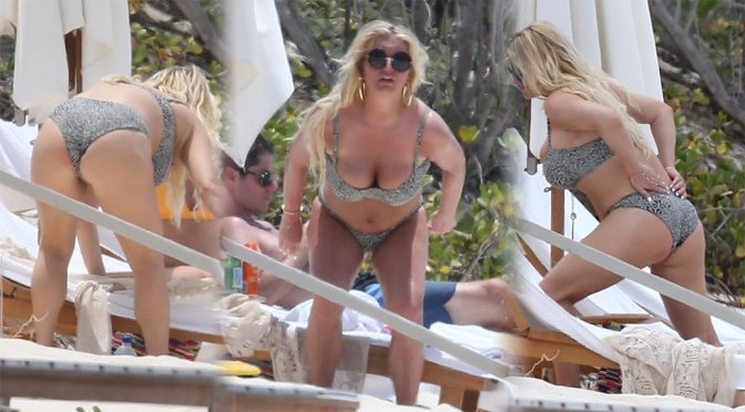 Jessica Simpson – Bikini Candids in Bahamas