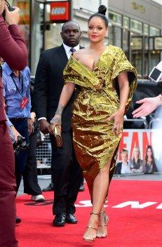 Rihanna Sexy Cleavage ()