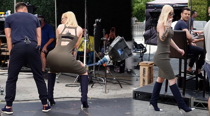 "Iggy Azalea on ""Extra"" TV Set in Los Angeles"