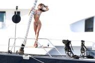 Emly Ratajkowski Sexy Bikini Body