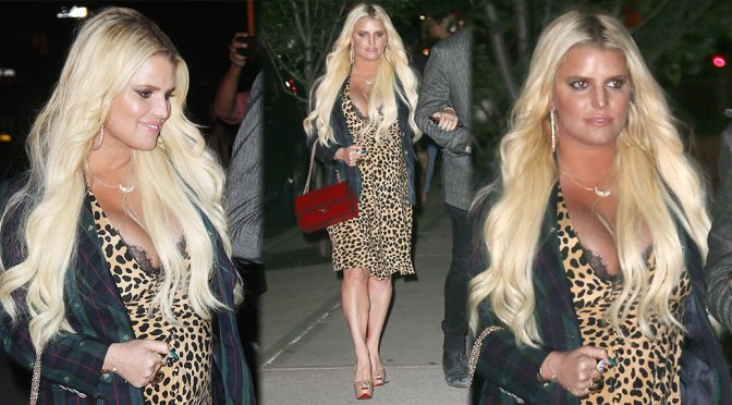 Jessica Simpson – Cleavage Candids in New York
