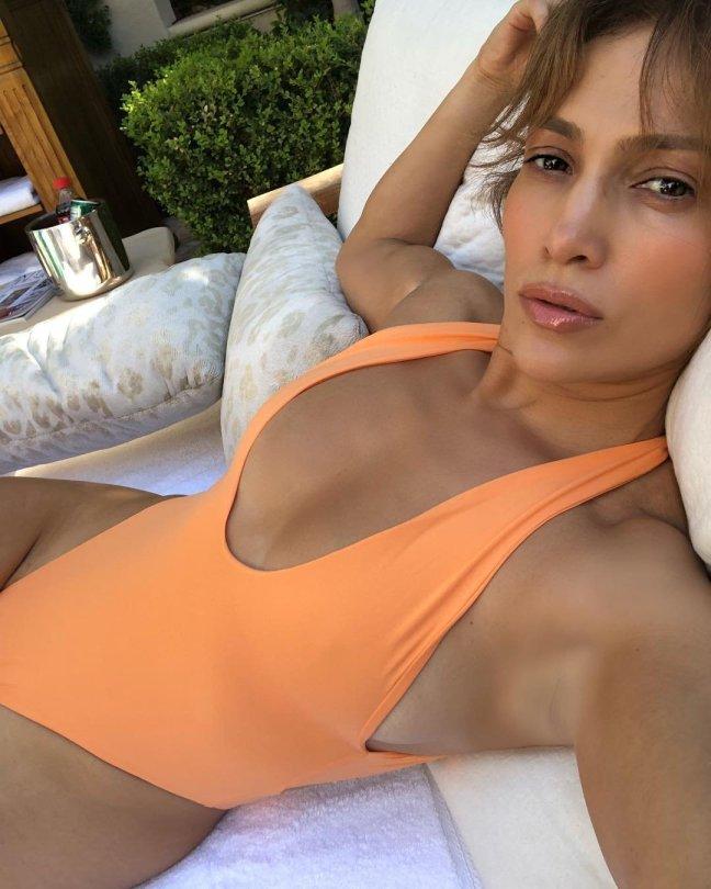 Jennifer Lopez Swimsuit Selfie