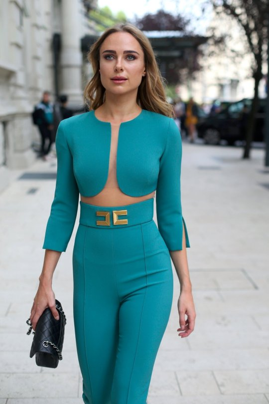 Kimberley Garner Sexy Body