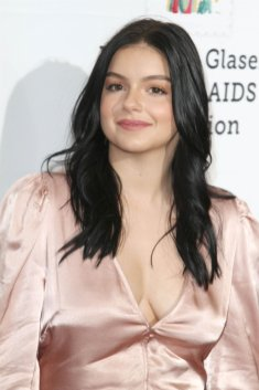 Ariel Winter Sexy Cleavage