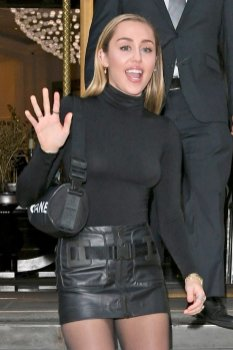 Miley Cyrus Sexy Braless Boobs