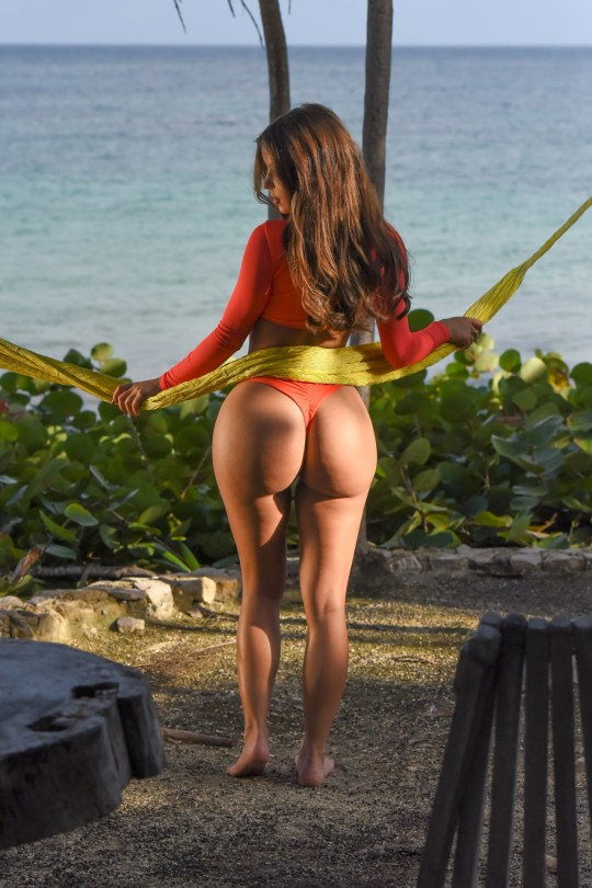 Demi Rose Mawby Pose Showing Her Big Fat Ass