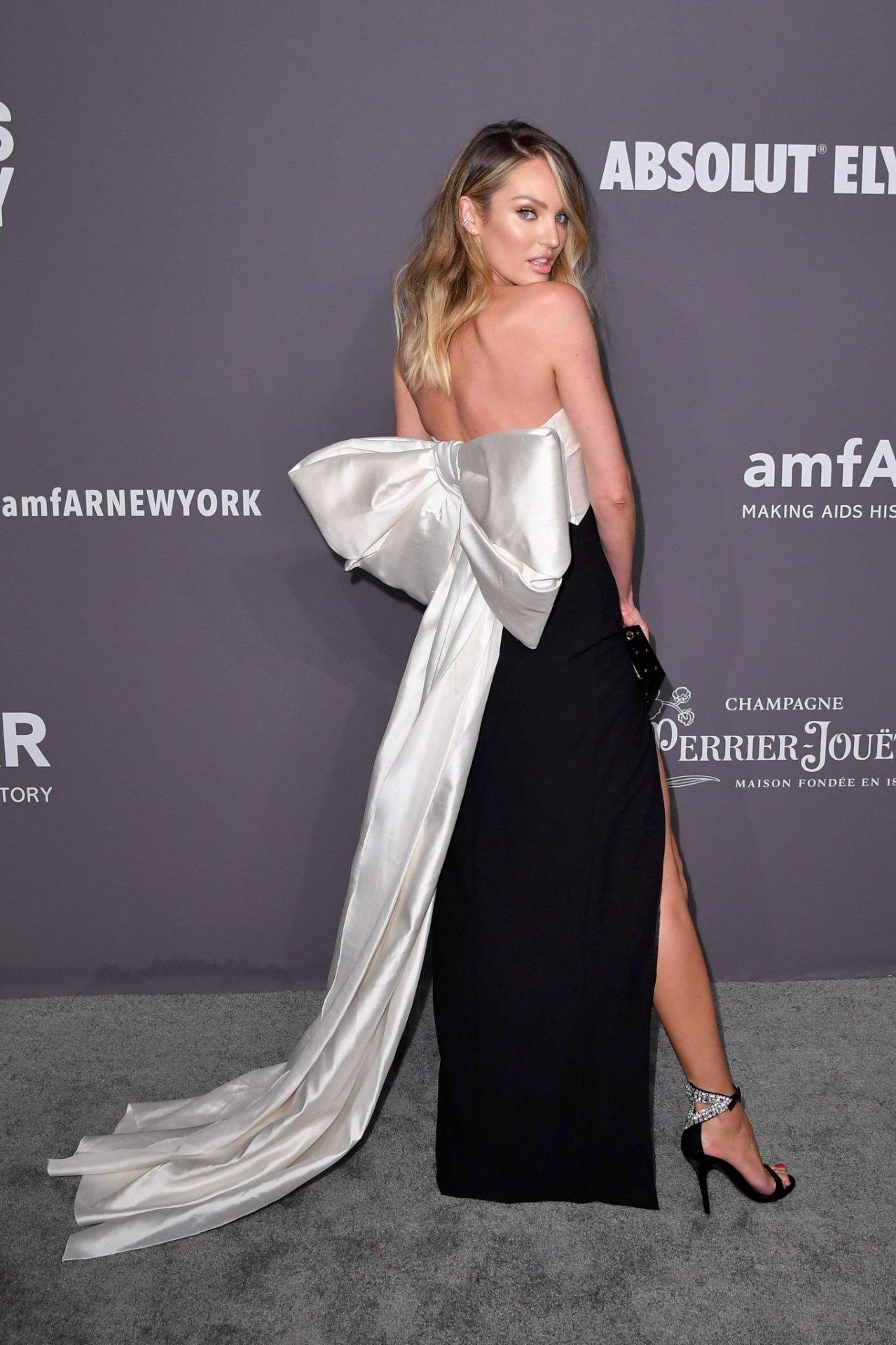 Candice Swanepoel Sexy Legs
