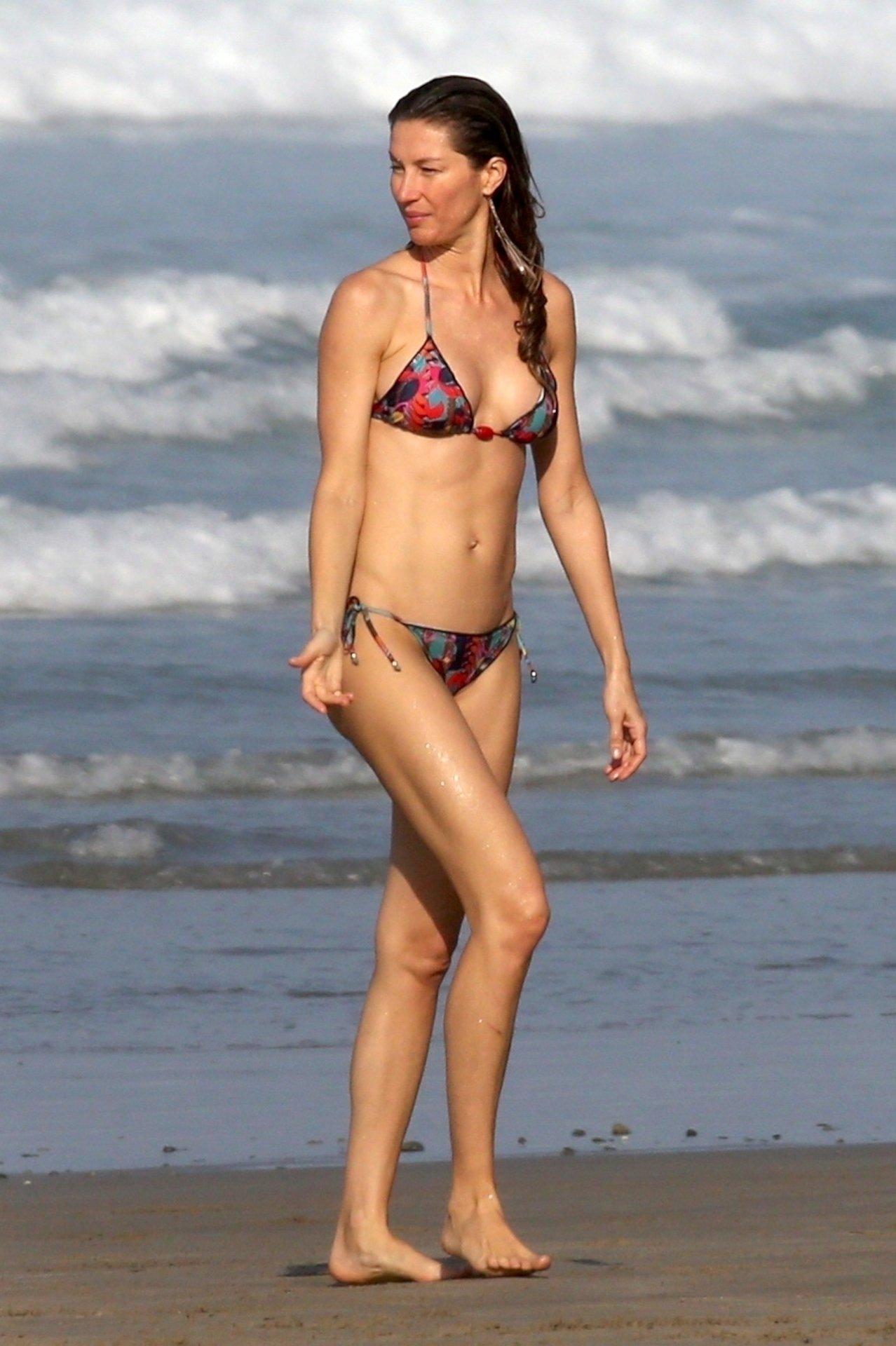 Gisele Bundchen – Bikini Candids in Costa Rica