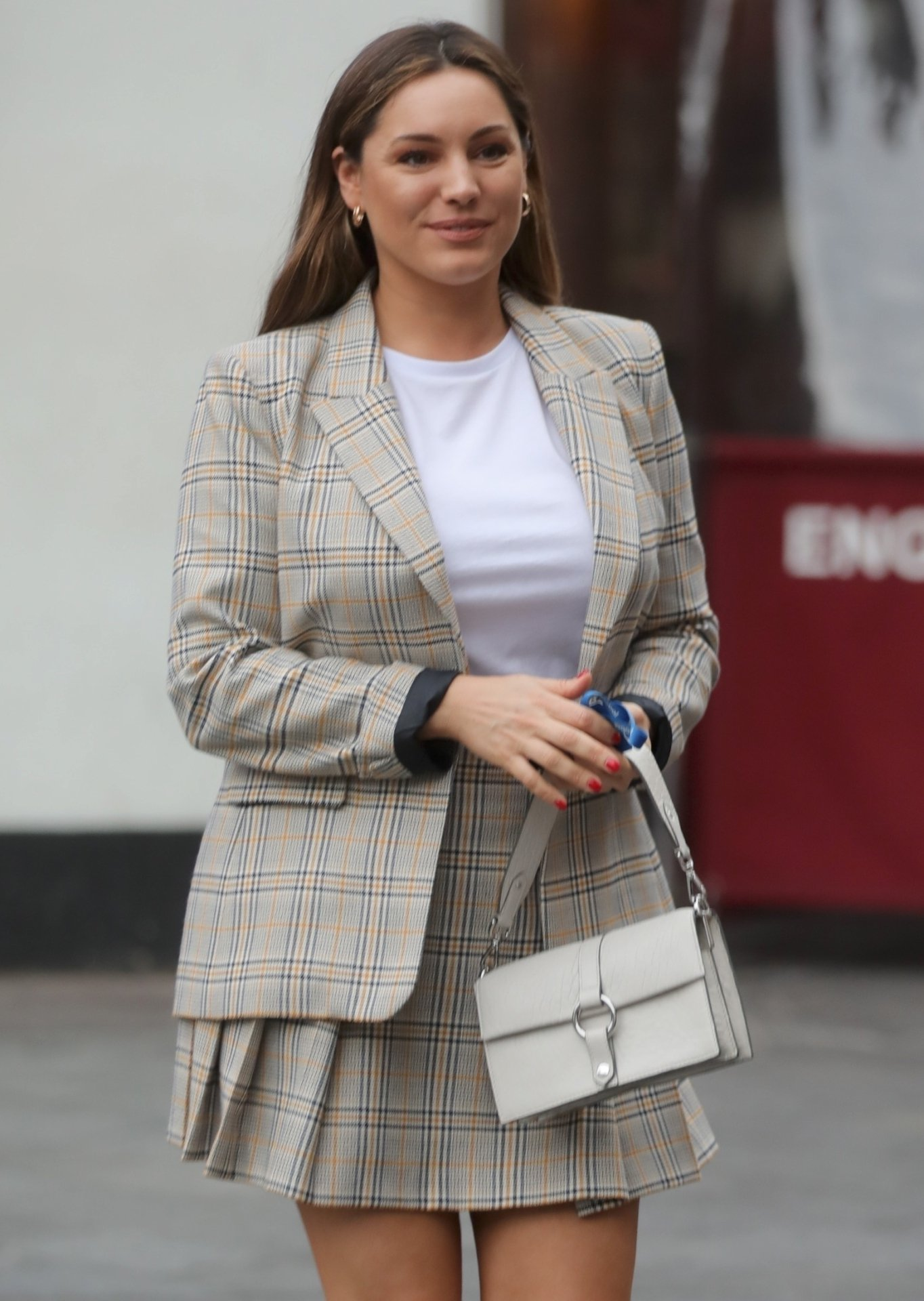 Kelly Brook – Candids in London