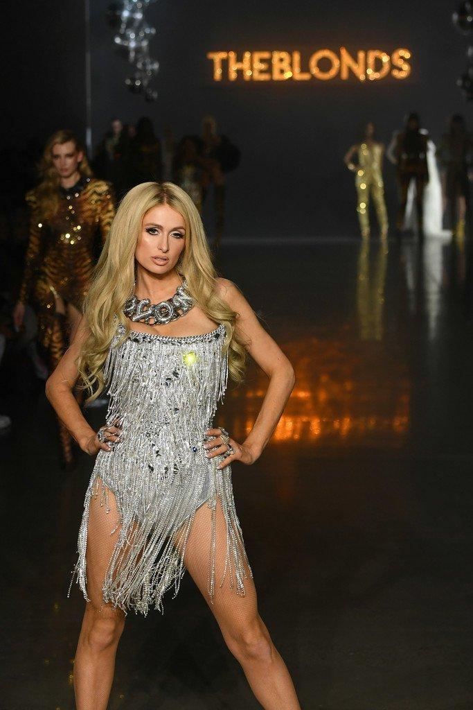 Paris Hilton Sexy Blonde ()