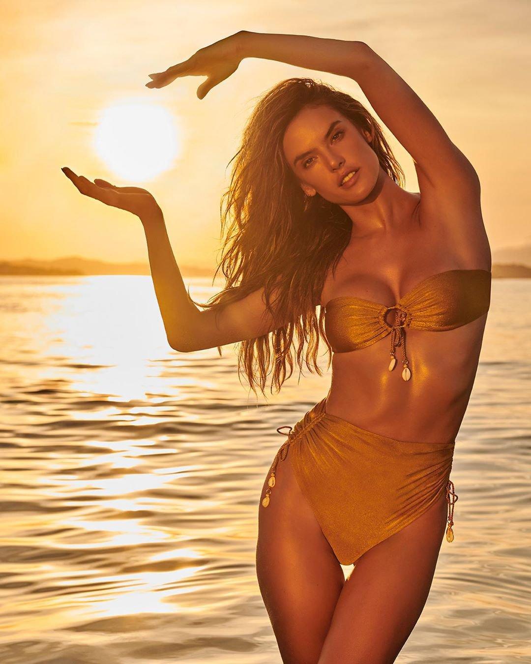 Alessandra Ambrosio Sexy In A Bikini