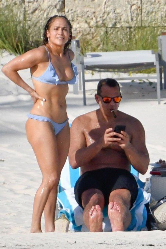 Jennifer Lopez Sexy In A Bikini