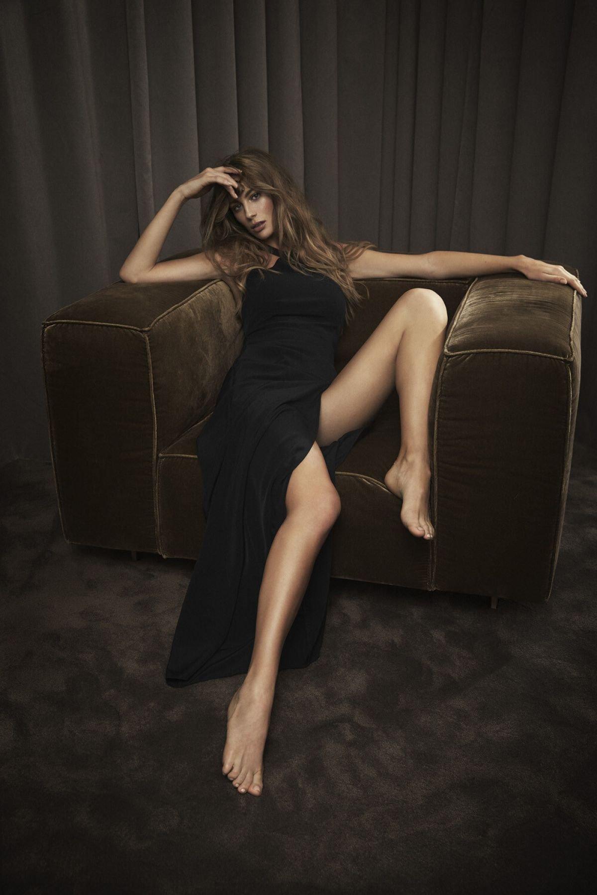Mathilde Goehl Sexy Body ()