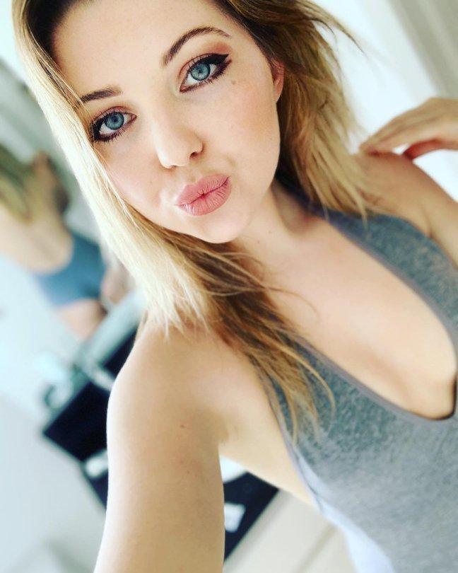 Sammi Hanratty Sexy Ass