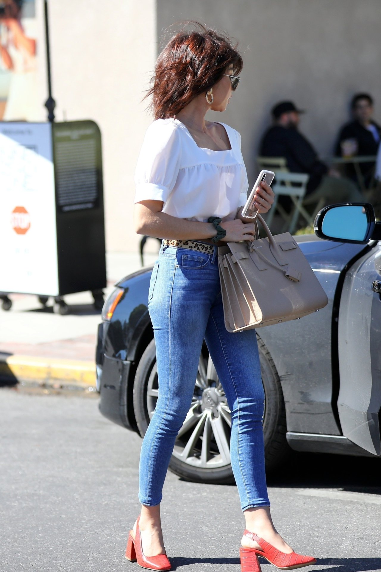 Sarah Hyland Sexy In Jeans