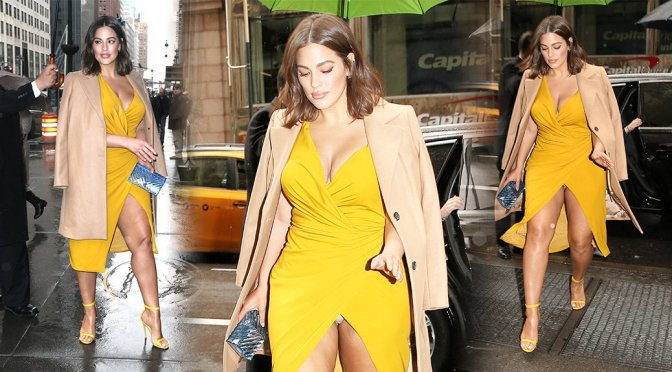 Ashley Graham – Sexy Upskirt Candids in New York