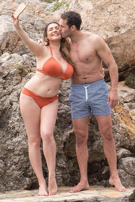 Kelly Brook Big Breasts In A Bikini
