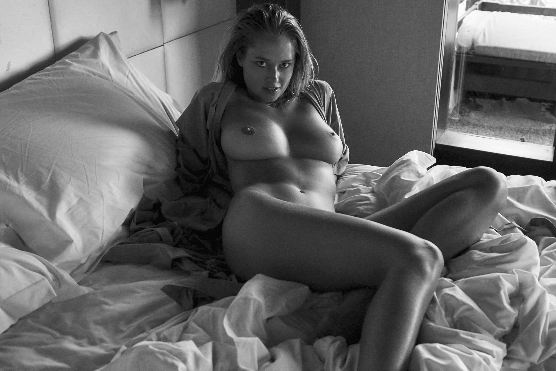 Genevieve-Morton-Topless-and-Naked-18.jpg