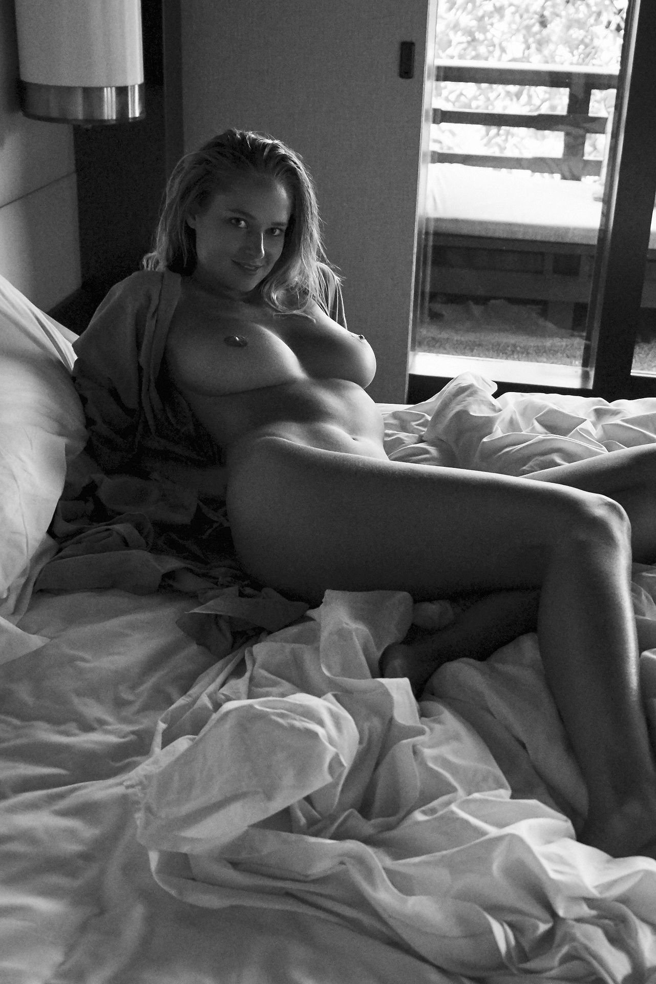 Genevieve-Morton-Topless-and-Naked-21.jpg