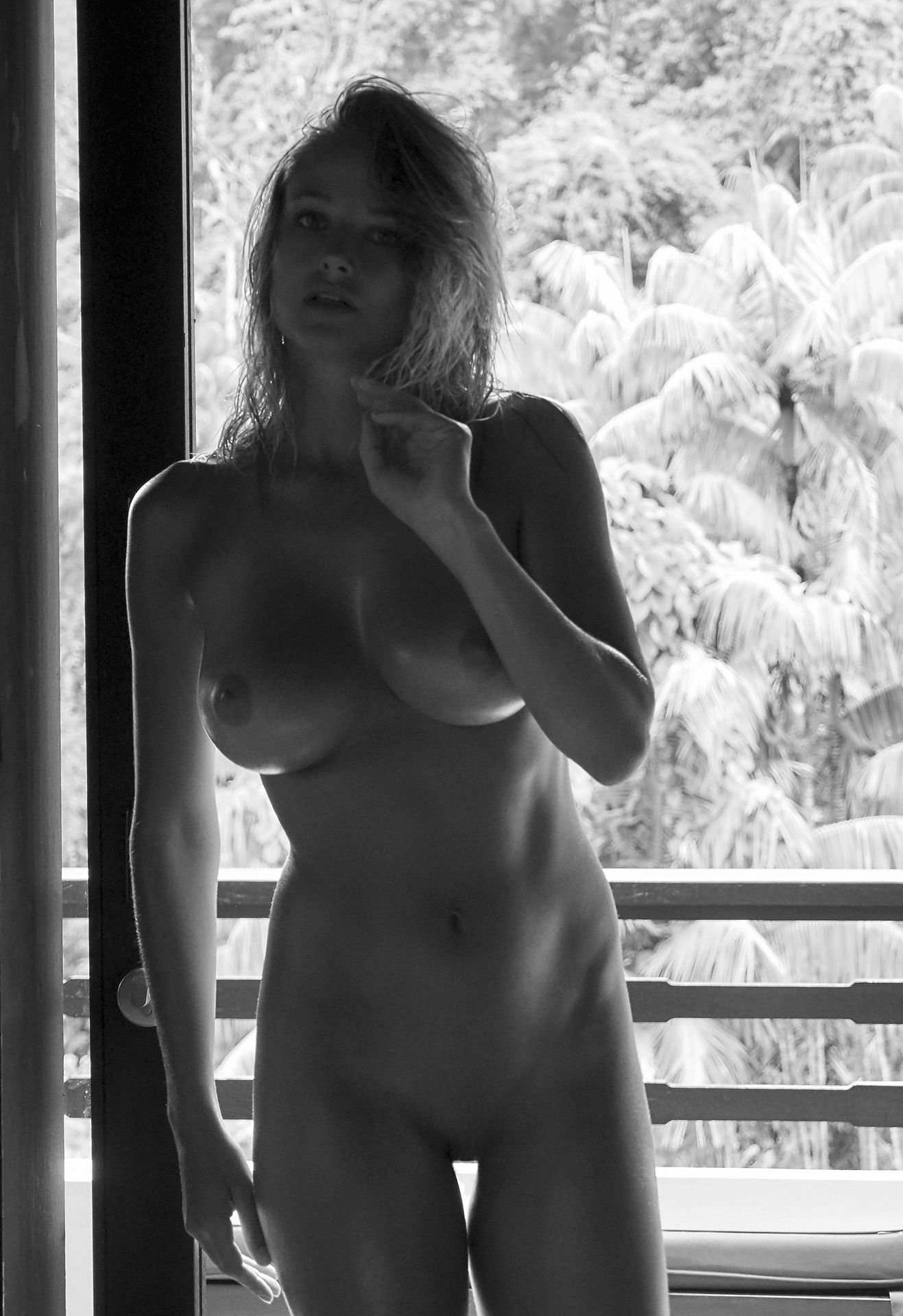Genevieve-Morton-Topless-and-Naked-26.jpg