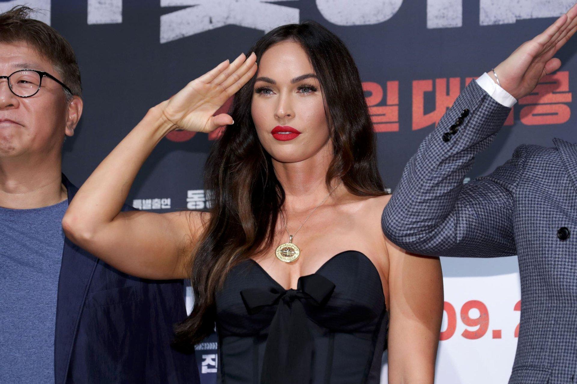 Megan Fox Sexy Cleavage
