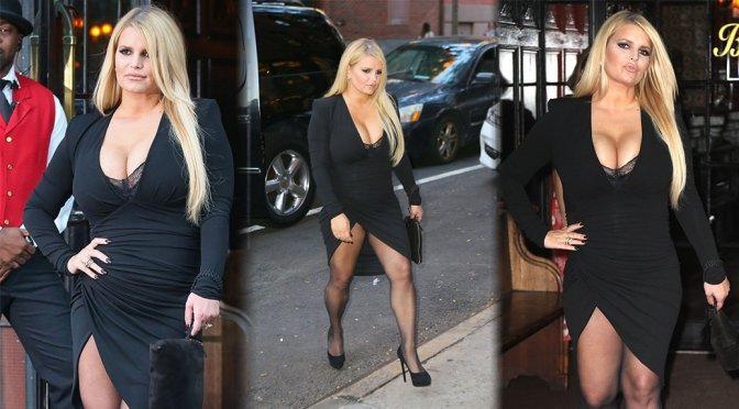Jessica Simpson – Sexy Huge Boobs Candids in New York