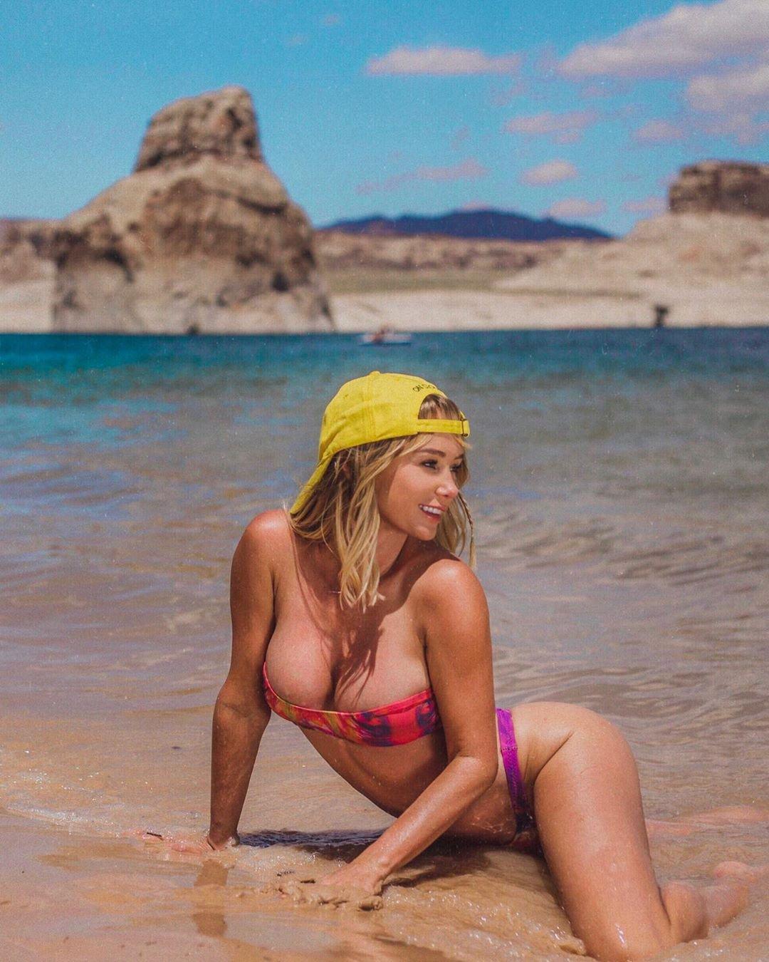 Sara Underwood Sexy Boobs