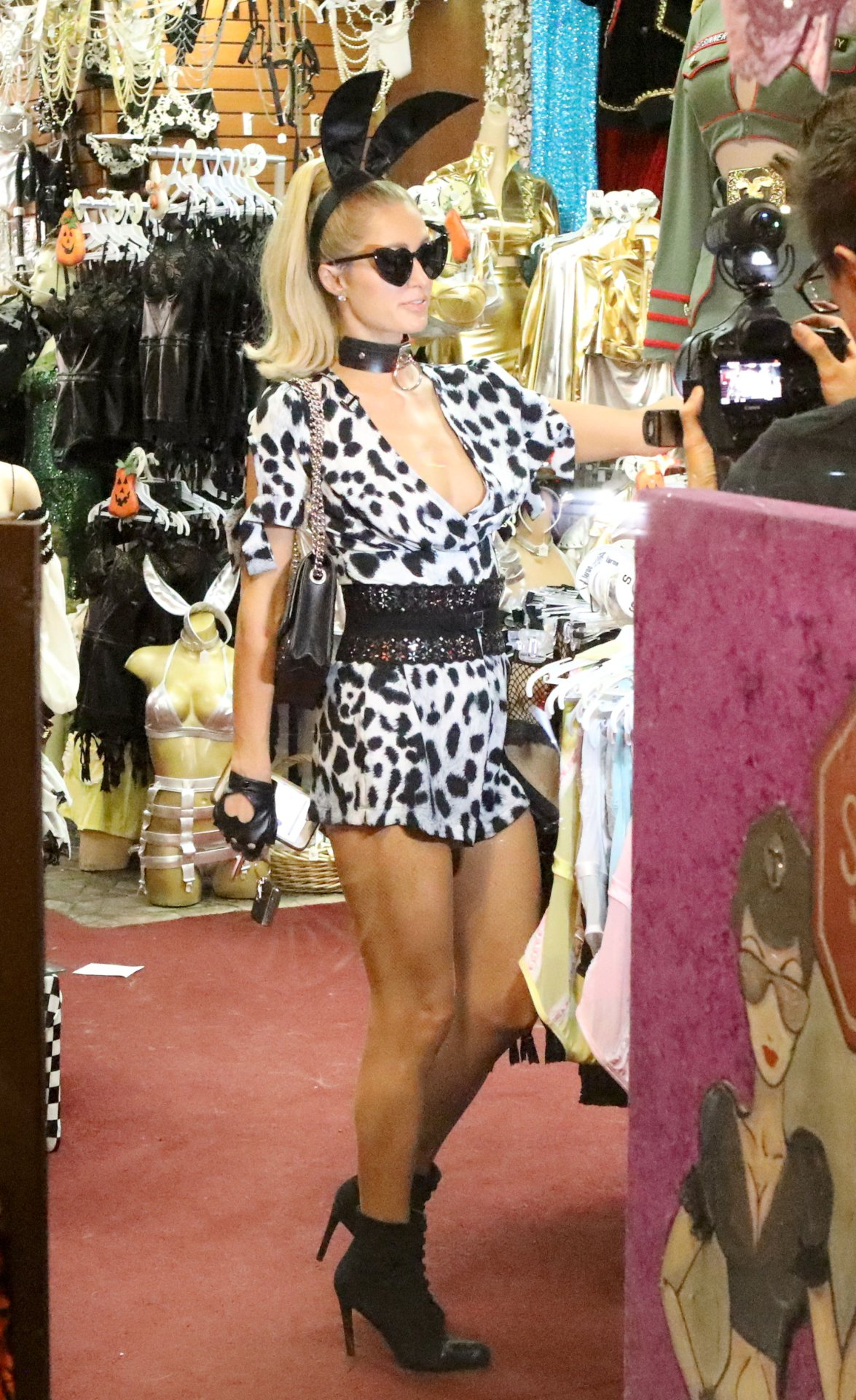Paris Hilton Leggy And Cleavagy