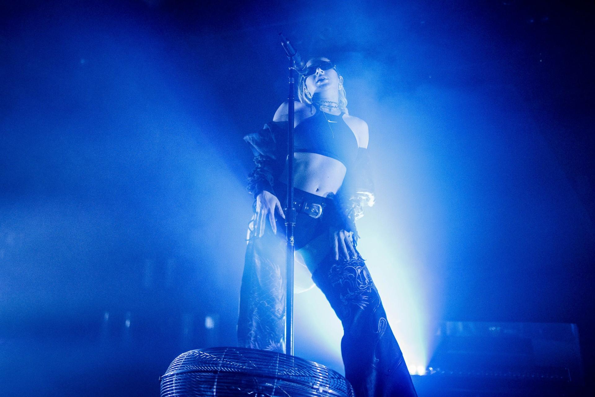Charli Xcx Bra And Panties On Stage