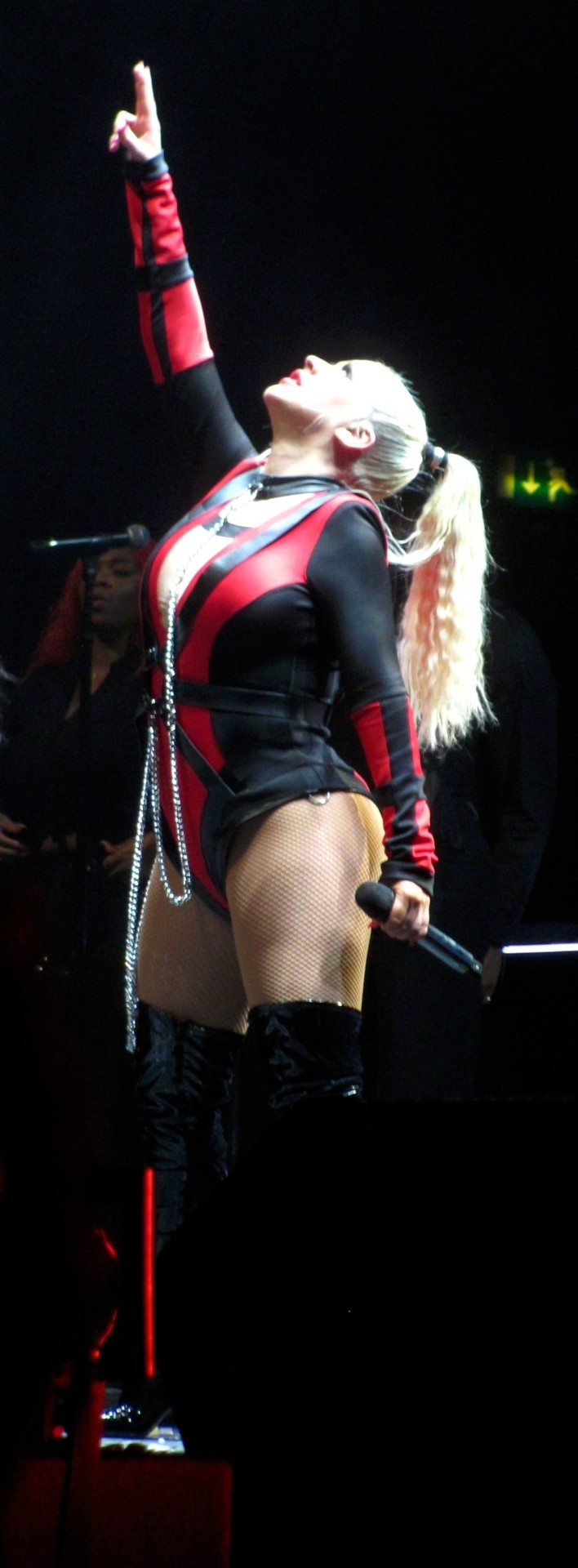 Christina Aguilera Hot Body On Stage