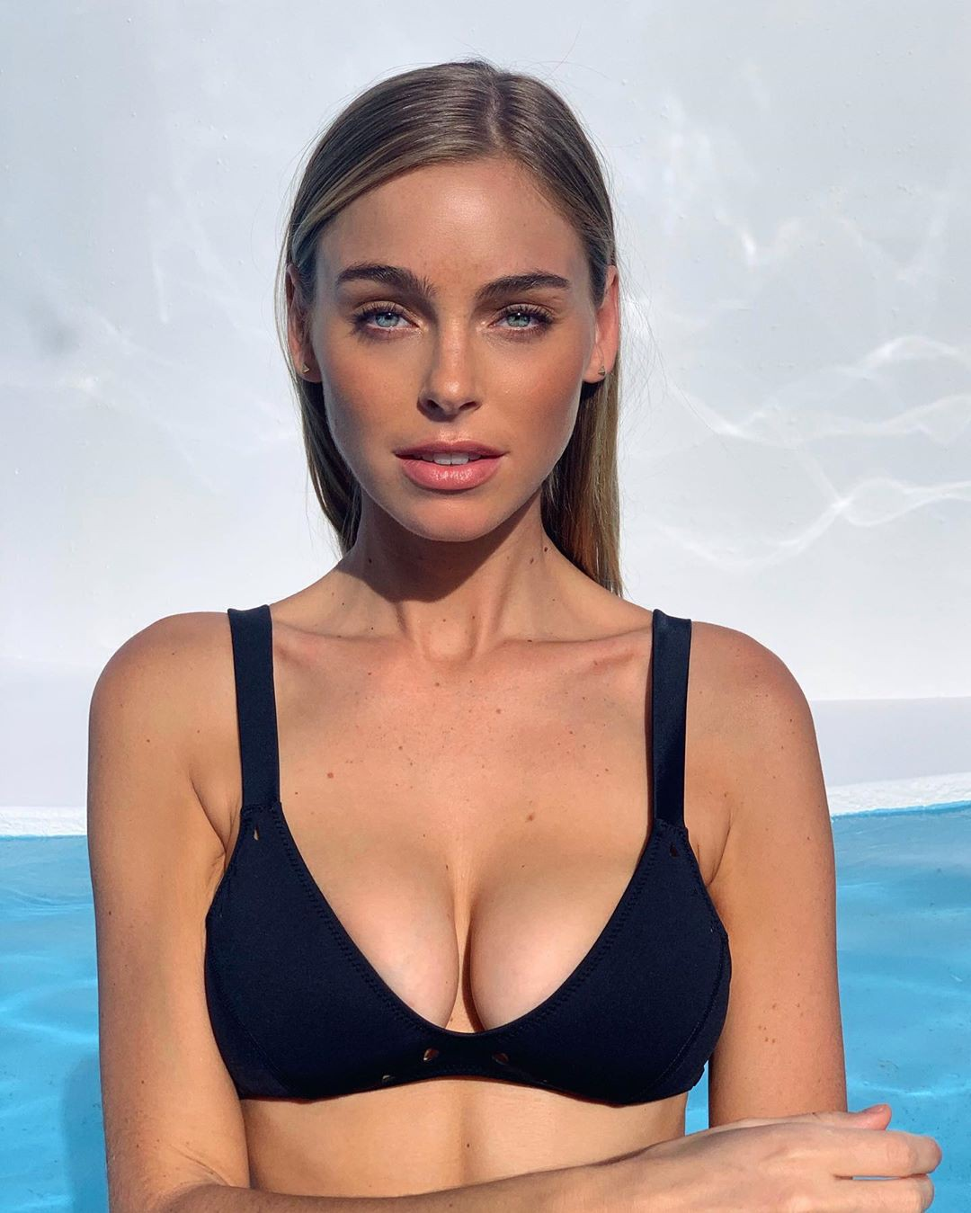 Elizabeth Turner Sexy Boobs