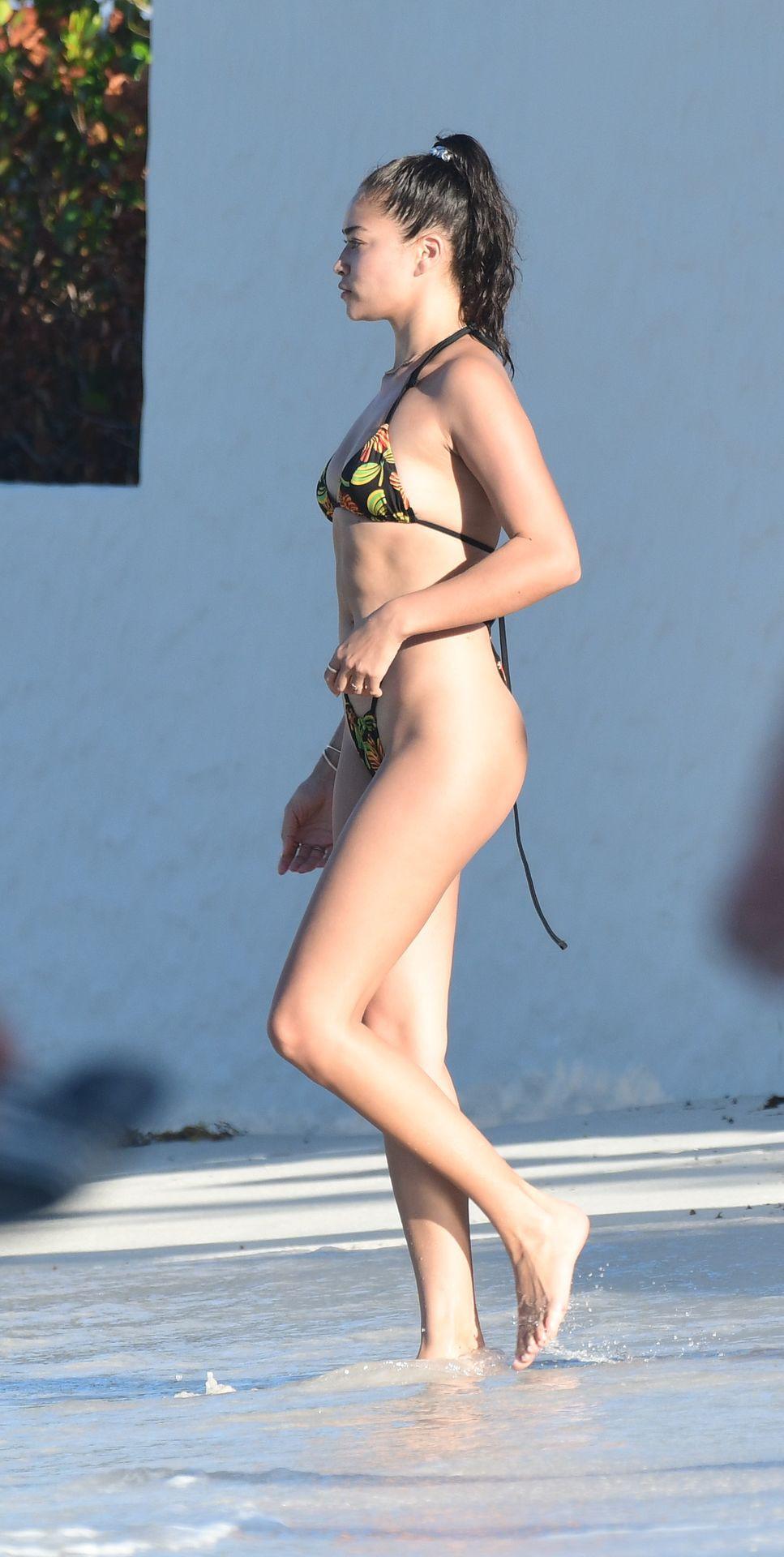 Shanina Shaik Sexy Bikini Body