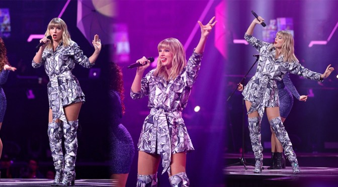 Taylor Swift Sexy Legs On Stage