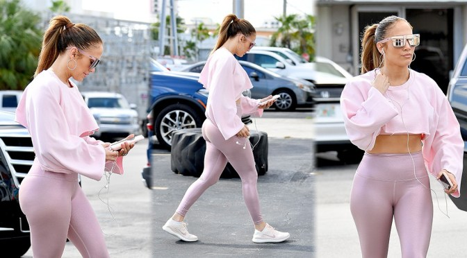 Jennifer Lopez – Sexy Ass in Pink Leggings at a Gym in Miami