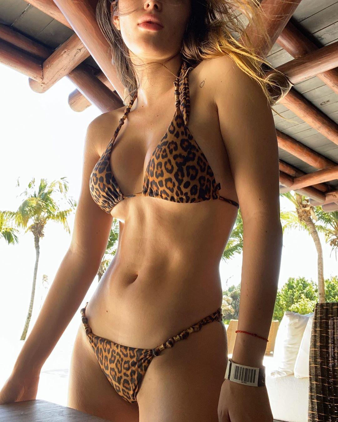 Bella Thorne Hot Bikini Body