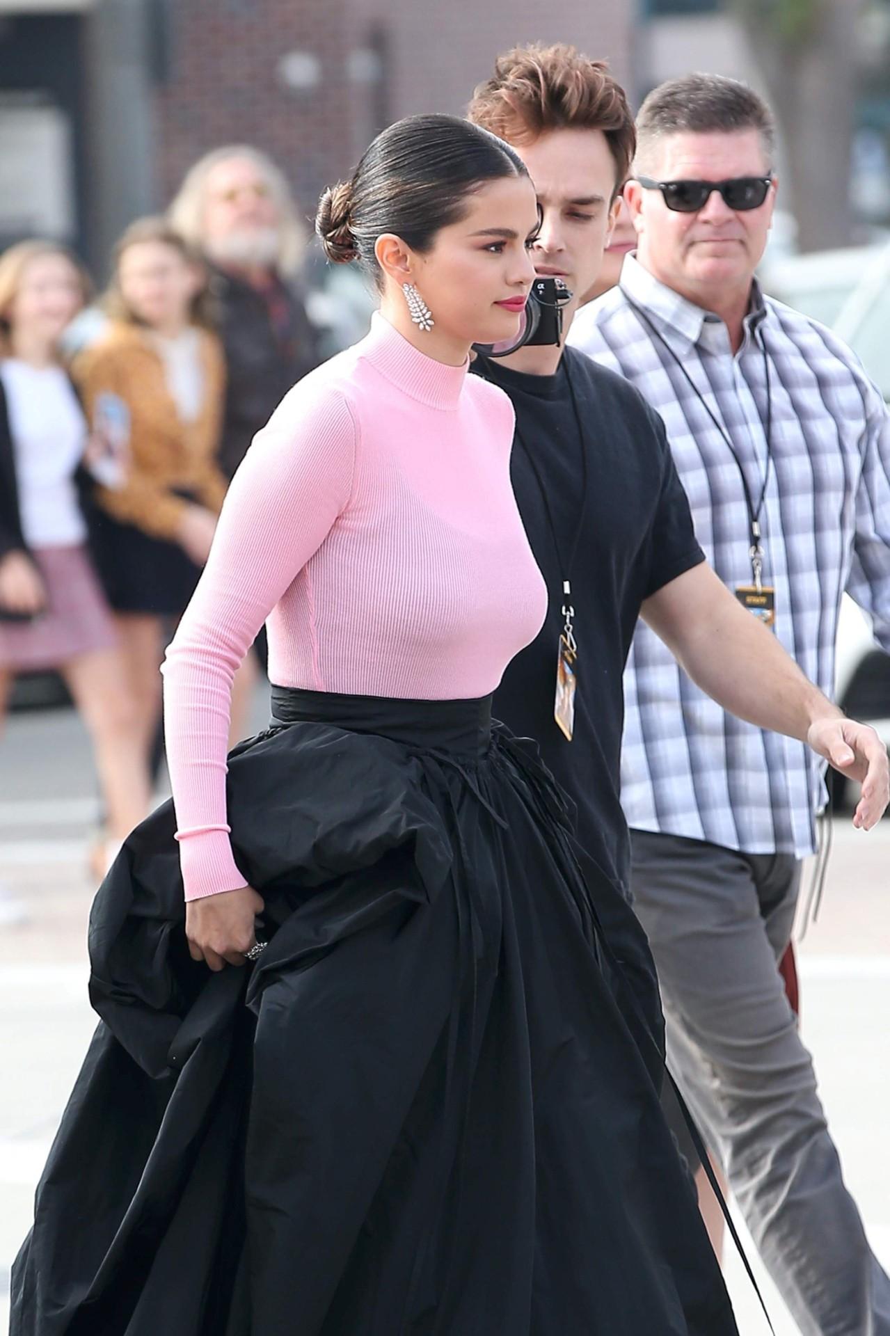 Selena Gomez Sexy Big Boobs